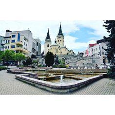 Prázdniny sú v plnom prúde a práve v tieto dni je jedinečná možnosť spoznať krásy Slovenska. Ponúkame vám tipy na výlety v Žilinskom kraji, ktoré si Cathedral, Mansions, House Styles, Building, Travel, Viajes, Buildings, Traveling, Luxury Houses