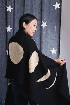 This rectangular single crochet wrap in shimmery yarn is the perfect layering piece for stargazing on cool summer nights. Depicting the moon in different phases, this piece is a great conversation piece. Plus, it's large enough to be a bed topper as well. Crochet Art, Crochet Gifts, Crochet Hooks, Free Crochet, Crochet Granny, Crochet Shawls And Wraps, Crochet Scarves, Crochet Clothes, Shawl Patterns