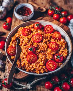 This flavorful creamy tomato risotto is gluten-free, plant-based, vegan and incredibly delicious! Moreover it's super easy and quick to make! So it's just perfect when you want a simple but tasty and nourishing meal! Do you guys like risotto, by the way? Have a great evening, my lovelies!