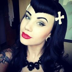 I totally love the makeup and this is one of the few Goth girls I see with normal looking eyebrows lol. Her hair is awesome, those bangs (fringe) are as Gothic as they come!