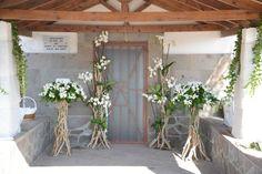 λαμπάδες & ανθοστήλες από θαλασσόξυλα με ορχιδέες φαλαινοψις..στο όμορφο νησάκι Δασκαλιό στον Πόρο..Δεξίωση | Στολισμός Γάμου | Στολισμός Εκκλησίας | Διακόσμηση Βάπτισης | Στολισμός Βάπτισης | Γάμος σε Νησί & Παραλία... Wreaths, Wedding, Home Decor, Houses, Valentines Day Weddings, Decoration Home, Door Wreaths, Room Decor, Deco Mesh Wreaths