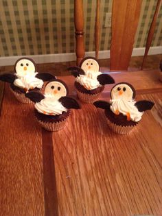 Penguin cupcakes made with chocolate cake mix, white icing, orange and black gel icing, and Oreos:) perfect for christmas desert:)