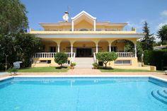 Majestic Villa for Sale in El Paraiso, Estepona Luxury Villa, Property For Sale, Spain, Mansions, House Styles, Luxury Condo, Sevilla Spain, Fancy Houses, Mansion