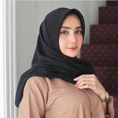 Pin Image by Hijabi Gemes Hijab Niqab, Ootd Hijab, Hijab Chic, Hijab Outfit, Hijabi Girl, Girl Hijab, Muslim Girls, Muslim Women, Muslim Fashion