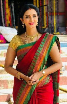 Amrapali dubey Beautiful Girl Indian, Most Beautiful Indian Actress, Beautiful Saree, Beautiful Outfits, Beautiful Clothes, Beautiful Ladies, Indian Girls Images, Indian Photoshoot, Saree Models