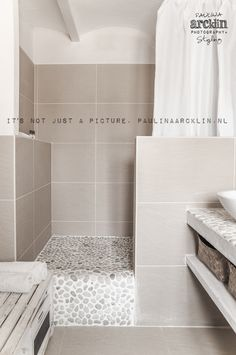 Appear this necessary pic as well as look into the here and now suggestions on Bathroom Inspo Minimalist Bathroom, Modern Bathroom, Small Bathroom, Villa Interior, Bathroom Interior, Interior Design, Small Toilet, Bathroom Inspiration, Bathroom Inspo