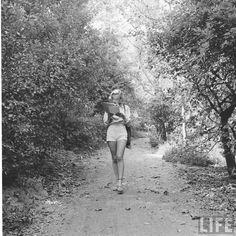 marilyn in the wild 5  - Marilyn Monroe en estado puro, curiosas fotografías de cuando tenía 24 años - Cultura Inquieta http://culturainquieta.com/es/foto/item/10641-marilyn-monroe-en-estado-puro-curiosas-fotografias-de-cuando-tenia-24-anos.html vía @culturainquieta