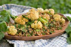 Leckerer veganer Linsensalat mit Blumenkohl: Ein super einfaches Gericht, das warm und kalt super schmeckt. Eignet sich perfekt zum Mitnehmen und begeistert garantiert auch Familie, Freunde und Bekannte!