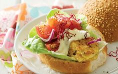 Hake burger Quick, easy and most importantly, SASSI friendly! Burger Mania, Feel Good Food, Recipe Search, Burger Recipes, Baking Recipes, Delicious Desserts, Burgers, Dinner, Cooking