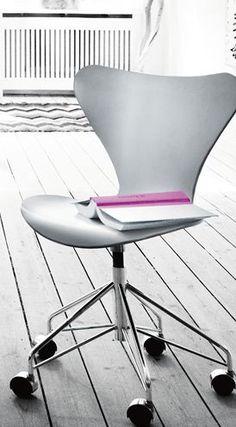 Series 7 Swivel Chair - 3117, Swivel chair, Lacquered - Fritz Hansen