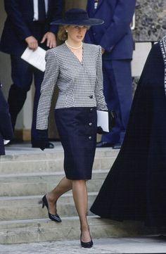 diana spencer lady di anniversary birthday memorable looks. Princess Diana Fashion, Princess Diana Family, Princess Of Wales, Lady Diana Spencer, Diana Williams, Royal Fashion, Glamour, Street Style, Outfits