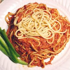 This is a very easy dinner - spaghetti with a quick sauce made of tinned corned beef and bottled pasta sauce. Easy Pasta Dinner Recipes, Easy Pasta Salad Recipe, Pasta Dinners, Easy Salad Recipes, Asian Recipes, Beef Recipes, Easy Meals, Asian Foods, Corned Beef Sauce