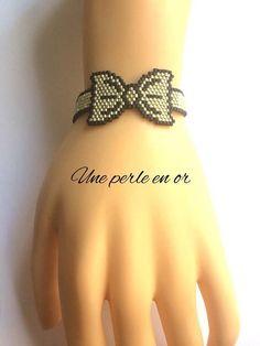 Bracelet fine knot / pearls miyuki black and silver / weaving