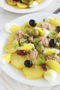 Potato salad with tuna and boiled eggs - Salad Recipes Healthy Salad Recipes, Healthy Drinks, Lunch Recipes, Healthy Chicken Dinner, Easy Healthy Breakfast, Boiled Eggs, Mayonnaise, Food And Drink, Meals