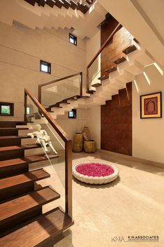Modern Residence Is An Interesting Mix Of Different Styles : Contemporary Mixed With Traditional | KN Associates - The Architects Diary Home Stairs Design, Bungalow House Design, Interior Stairs, Home Room Design, Modern House Design, Modern Bungalow, Staircase Design Modern, Stair Case Railing Ideas, Wood Railings For Stairs