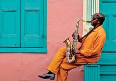 NEW ORLEANS is legendary for its entertainment ... music on street corners & in public parks ... exuberant club, cafe, music, and bar scenes