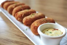 Croquetas de Chorizo: Crispy Spanish-style potato croquettes stuffed with chorizo and cheese. I want to make these SO bad! Tasty Kitchen, Potato Croquettes, Appetizers, Yummy Food, Favorite Recipes, Stuffed Peppers, Snacks, Dishes, Spanish Style