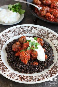 Karitsanlihapullat tomaattikastikkeessa - Babylamb meatballs in tomatosauce   Kokit ja Potit -ruokablogi