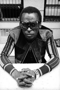 Love his style. I could never pull this off. King of cool. Miles Davis.