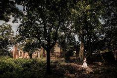 "Gil Garza en Instagram: ""Encuentra a los novios 🤵👰 #farphotography #naturaleza #nature #love #amor #trashthedress #postboda #hacienda #newlyweds #novios #tresvecesg…"" Casual Engagement Photos, Love Amor, Newlyweds, Instagram, Nature, Plants, Naturaleza, Boyfriends, Wedding"