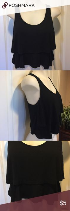 🌺3 For $10🌺Cute Crop Top🌟 Cute crop top in excellent condition, thanks for looking 🌟.   ALL $5 items are 3 FOR $10 Ambiance Apparel Tops Crop Tops
