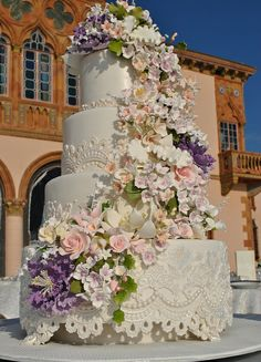 What a magnificent wedding cake. I wish them a lifetime just as magnificent.