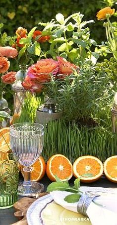 Always fresh and fabulous: decorating a table with flowers and fruit - looks like some herb plants thrown in there too Decoration Table, Table Centerpieces, Tables Tableaux, Grand Art, Entertainment Table, On The Bright Side, Beautiful Table Settings, Al Fresco Dining, Deco Table
