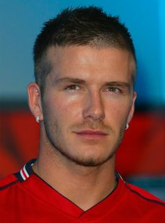 Variety of David Beckham Short Buzz Haircut For Men hairstyle ideas and hairstyle options. If you are looking for David Beckham Short Buzz Haircut For Men hairstyles examples, take a look. Cabelo David Beckham, David Beckham Haircut, Old Hairstyles, Celebrity Hairstyles, Hairstyle Men, Men's Hairstyles, Formal Hairstyles, Short Hair Cuts, Short Hair Styles