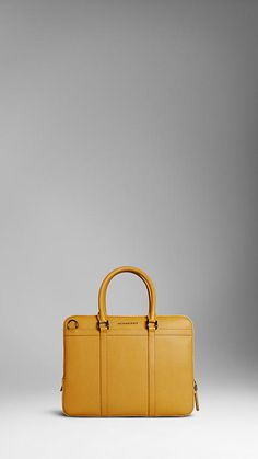Burberry bag. I LOVE!