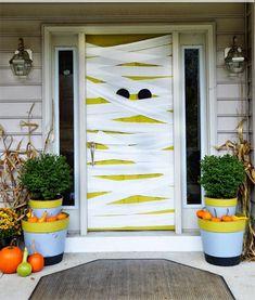 Speciale Halloween 10 Idee per Arredare Casa-Come Decorare la Porta di Casa per Halloween Mummia