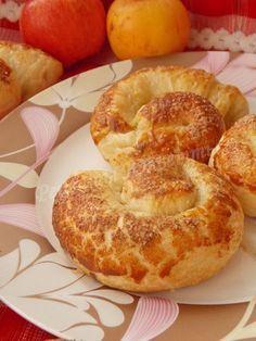 яблочные булочки из слоёно-дрожжевого теста