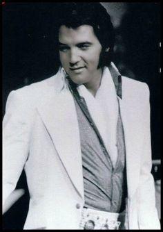 Elvis 1972 - Love this Elvis look.