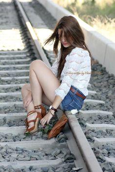 ¡#Buenosdías bellezas! Hoy nuevo outfit post con @MARYPAZ Shoes ¿os gusta? http://www.heelsandroses.com #shoelover #fashion pic.twitter.com/FjMxtWsVUz Shop at  ►http://www.marypaz.com/tienda-online/catalog/product/view/id/1657/s/sandalia-cuero-de-tacon-con-flecos/category/118/?sku=67169-42