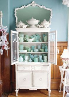 3 Good-Looking Simple Ideas: Vintage Home Decor Antiques Architectural Salvage vintage home decor boho shabby chic.Vintage Home Decor Living Room French Country vintage home decor bedroom fixer upper.Vintage Home Decor Boho Hippie. Vintage Home Decor, Vintage Kitchen, Diy Home Decor, Vintage Cabinet, Bedroom Vintage, Casa Clean, Décor Antique, Antique Lamps, Old Cabinets