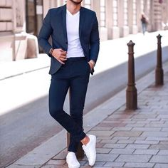 Very smart casual business outfit. Blue Suit with White T-Shirt and Snakeke . - Men's Outfits, Fashion, Styles and Accessoires - Anzug Muster Mens Casual Suits, Smart Casual Menswear, Mens Fashion Suits, Men's Fashion, Mens Suits Style, Fashion Styles, Smart Casual Blazer, Fashion Clothes, Fashion Trends