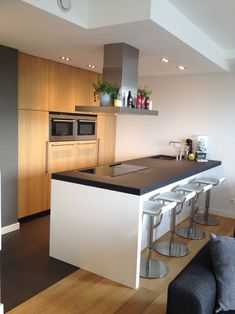 Simple Kitchen Interior Design Minimalist and simple kitchen interior design inspiration - The kitchen is a very important piece of […] New Kitchen Cabinets, Wooden Kitchen, Kitchen Tiles, Interior Exterior, Interior Design Kitchen, Kitchen Designs, Kitchen Models, Cuisines Design, Home Kitchens