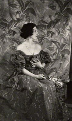 Lady Ottoline Morrell 1927 - friend of Virginia Wolf. Woolf's book, ORLANDO, was dedicated to OM and inspired by her family's history. Lady Ottoline, Portraits Victoriens, Virginia Wolf, Duncan Grant, Bloomsbury Group, Cecil Beaton, National Portrait Gallery, Historical Clothing, My Fair Lady