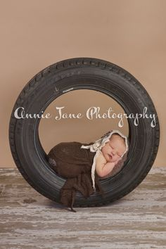 Baby_in_a_tire_bonnet_newborn_baby_SamanthaAJP_248511