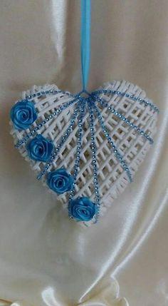 Valentine Wreath, Valentine Crafts, Valentines, Heart Decorations, Valentine Decorations, Ramadan Decoration, Diy And Crafts, Arts And Crafts, Paper Weaving