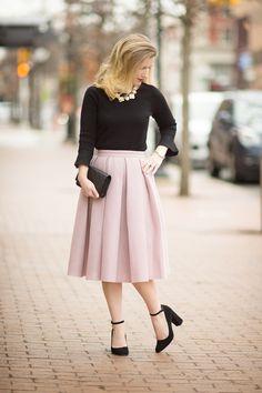 Steady Ann Taylor Black Beige Linning Cut Lace Skirt Size 2 Below Knee Career Discounts Sale Skirts