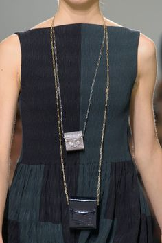 Hermès at Paris Fashion Week Spring 2017 - Details Runway Photos Hermes Handbags, Fashion Handbags, Fashion Bags, Paris Fashion, Fashion 2017, Fashion Trends, Girls Bags, Luxury Bags, Personal Style