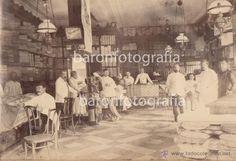 Fotografía antigua: Establecimiento de tejidos de Juan Soler, Manila, Filipinas. 1880's. 2 fotografías 22x26,5 cm. - Establecimiento de tejidos de Juan Soler, Manila, Filipinas. 1880's. 2 fotografías 22x26,5 cm.  SOPORTE CARTULINA 29x36 cm.  FOTOGRAFÍA DE LA TIENDA DE TEJIDOS DEL CATALÁN JUAN SOLER EN MANILA.  Aparece en la fotografía del interior de la tienda el 4º por la derecha.