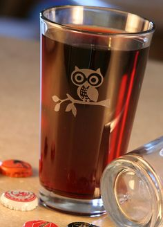 Owl Etched Glasses - how adorable is his little face. And the owl looks great when the glass is filled with a coloured liquid.