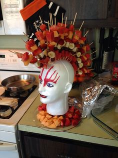 Fruit mohawk for Lucas' birthday snack at school. Healthy and awesome! Rockstar Party, Rockstar Birthday, 80s Party Foods, Party Desserts, Dessert Party, Party Rock, Star Wars Party, Festa Rock Roll, 80s Party Decorations