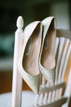 sparkly pointed toe wedding heels #weddingshoes #bridelook #weddingchicks http://www.weddingchicks.com/2014/03/11/newport-beach-glittery-pink-wedding/