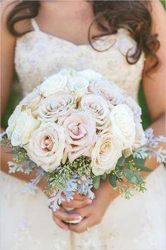light blush and white rose bouquet @weddingchicks