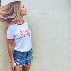 """#NAMIinLA MATE the Label """"Livin Easy Tee"""" ビンテージ感がたまらないT-shirts❤️ ジーパンにコンバースなどで 合わせるとさらにキュート👌🏻💞 . #カリフォルニア#ロサンゼルス#カリフォルニアライフ#カリフォルニアスタイル #sunkissedbox #ごほうび #happy便 #ビーチ#ビーチガール#カリフォルニアガール#オンラインストア#オンラインショップ#インポート#California#LosAngeles"""