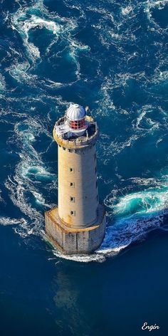 Lighthouse Lighting, Lighthouse Pictures, Beautiful Places, Beautiful Pictures, Sea Storm, Beacon Of Light, Am Meer, Water Tower, Wonders Of The World