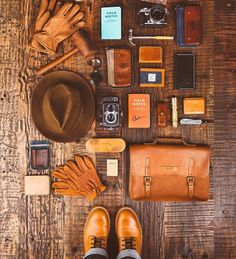 Essentials by brandonburkphotography Leather Accessories, Fashion Accessories, Estilo Cafe Racer, Estilo Preppy, Style Hipster, Edc Everyday Carry, Flat Lay Photography, Gentleman Style, Dream Garage