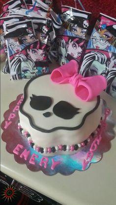 Strawberry monster high skull cake